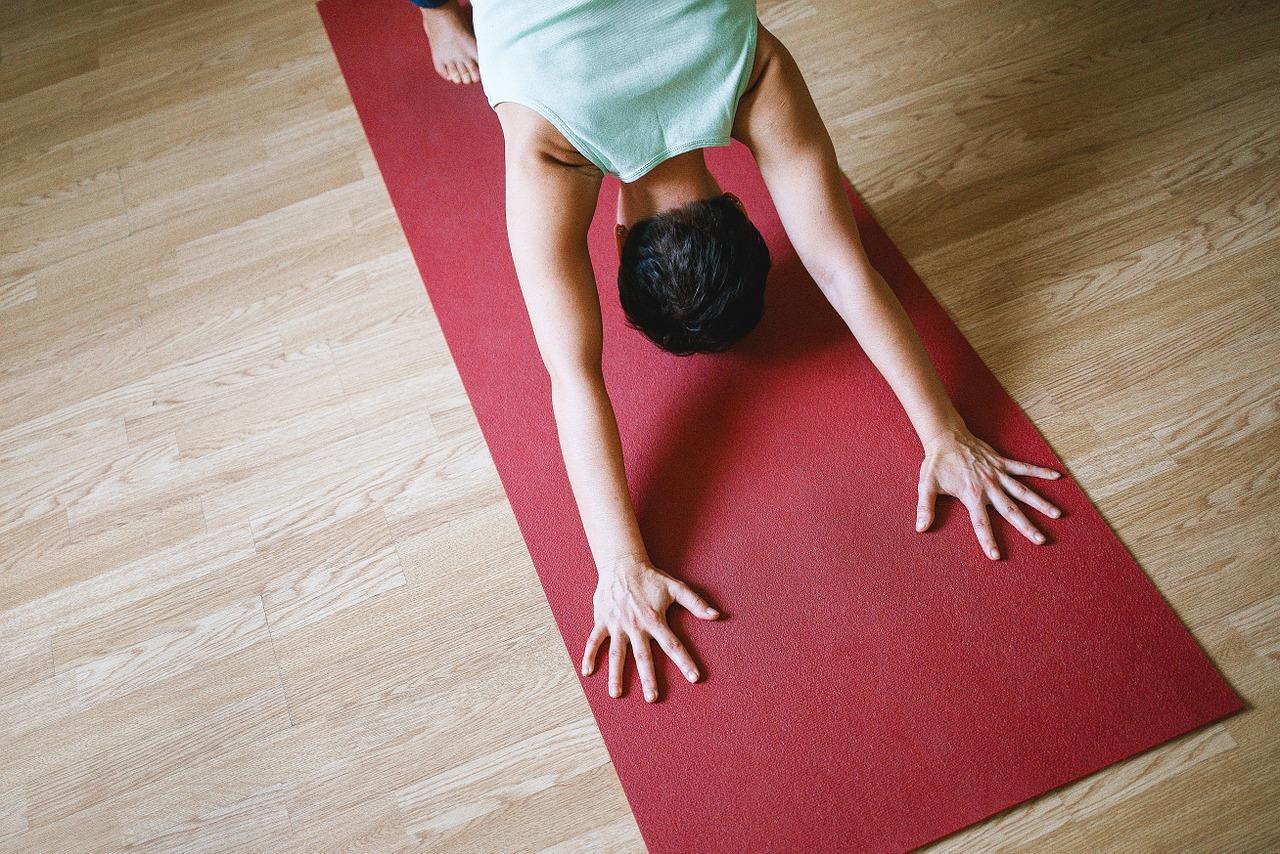 Quels exercices puis-je faire chez moi avec un simple tapis de sol?